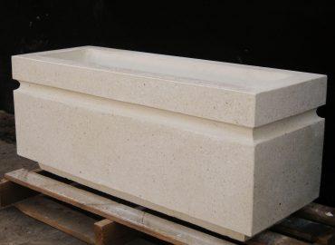 Цветочница прямоугольной формы из полированного бетона