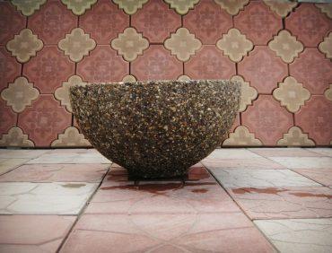 Круглая цветочница из материала каменная крошка